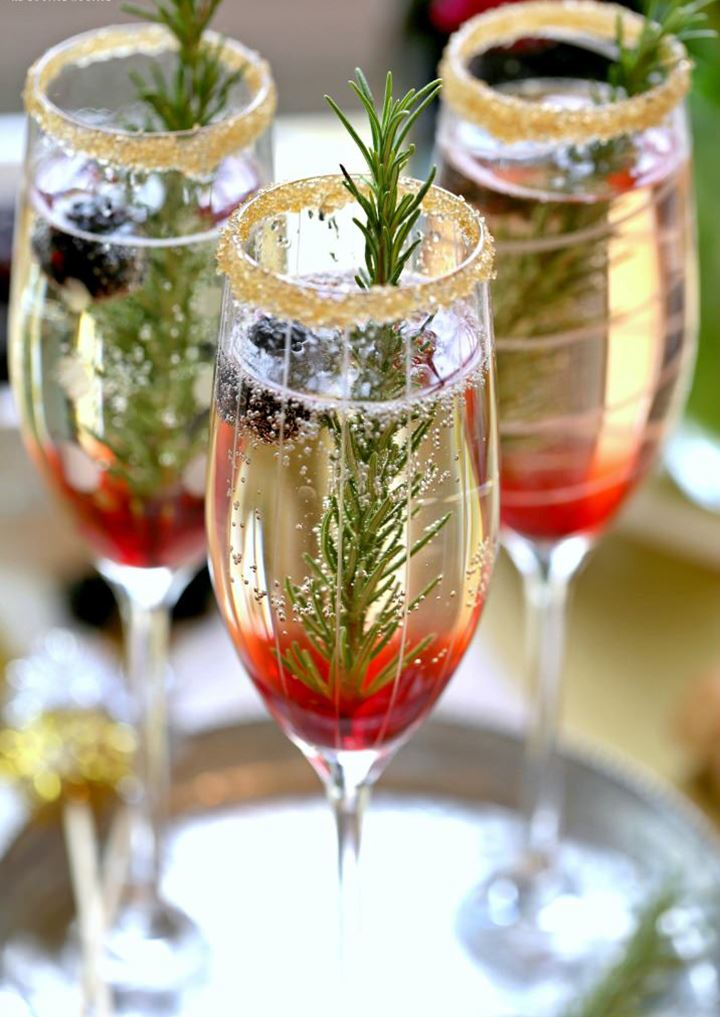Perfect Holiday Signature Drink ~ The Blackberry Ombre Sparkler