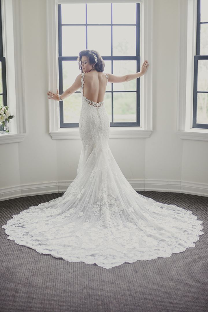 "Glamorous Summer Bride In Martin Thornburg ""Sonata"""